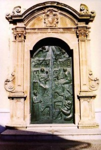 The bronze doors of the church were made by Monterosso's Maestro Pino Farina, who is famous throughout southern Italy for his bronzes.